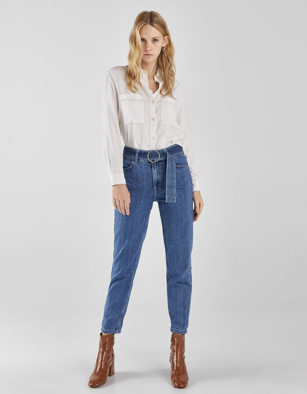 Jeans Mom High Rise com cinto