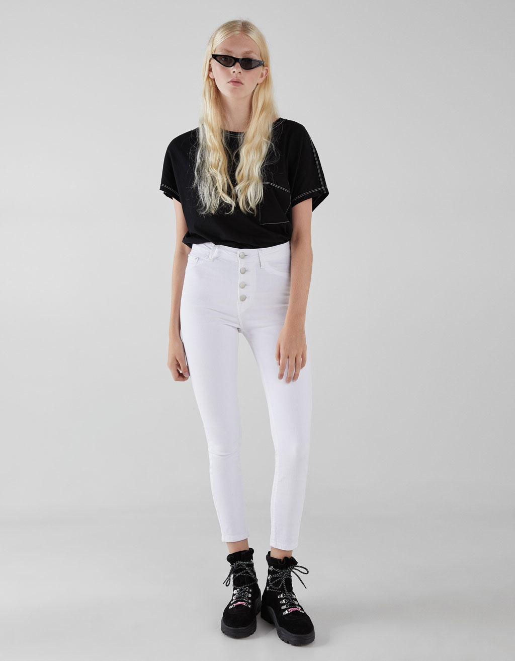 Mid waist, button-up trousers