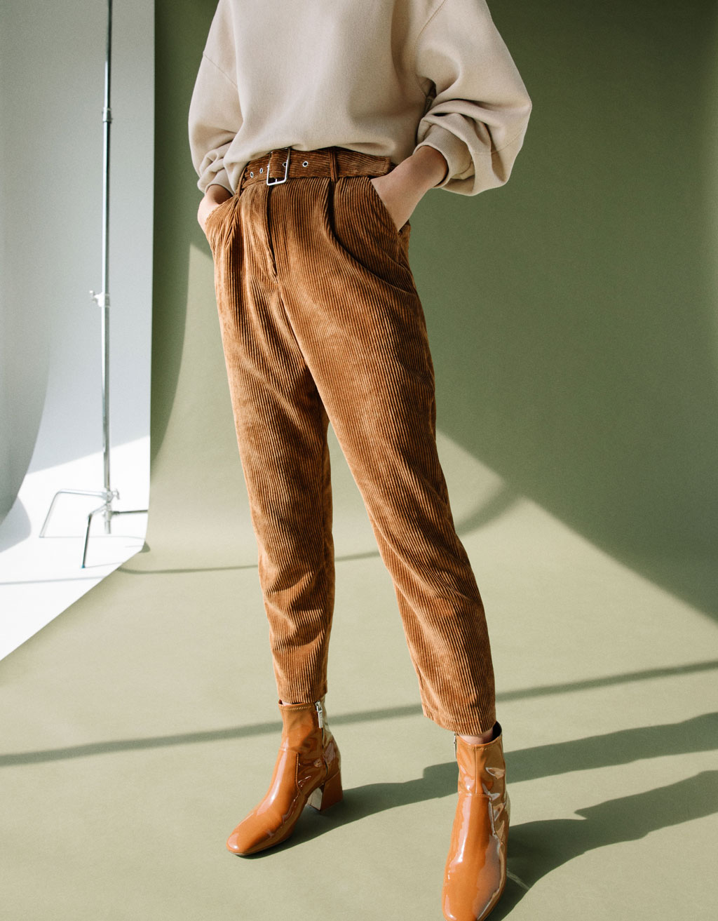 Carrot fit corduroy pants with belt