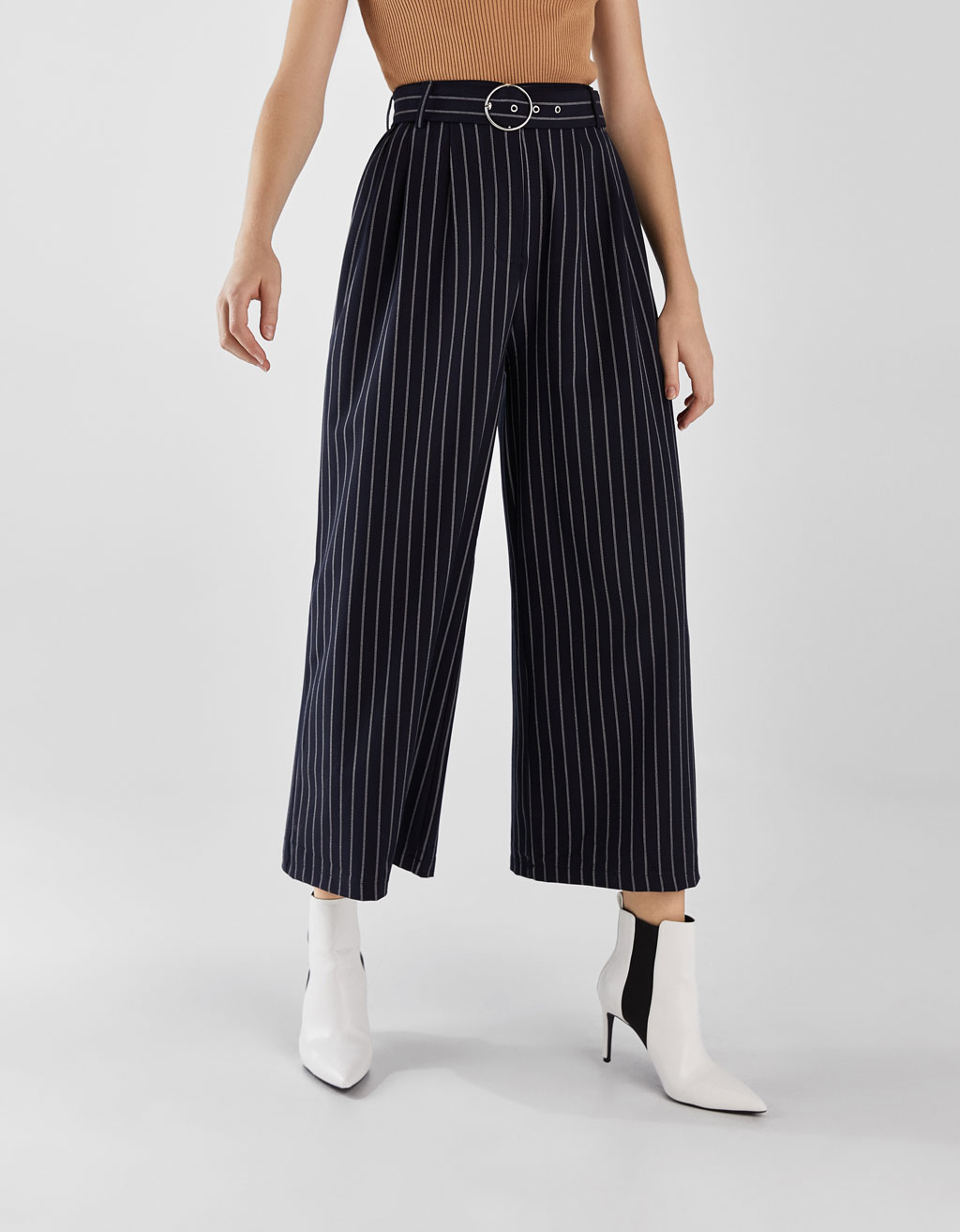 Wide-leg trousers with belt