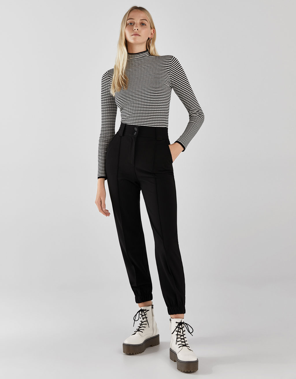 Jogging trousers with an elastic waistband