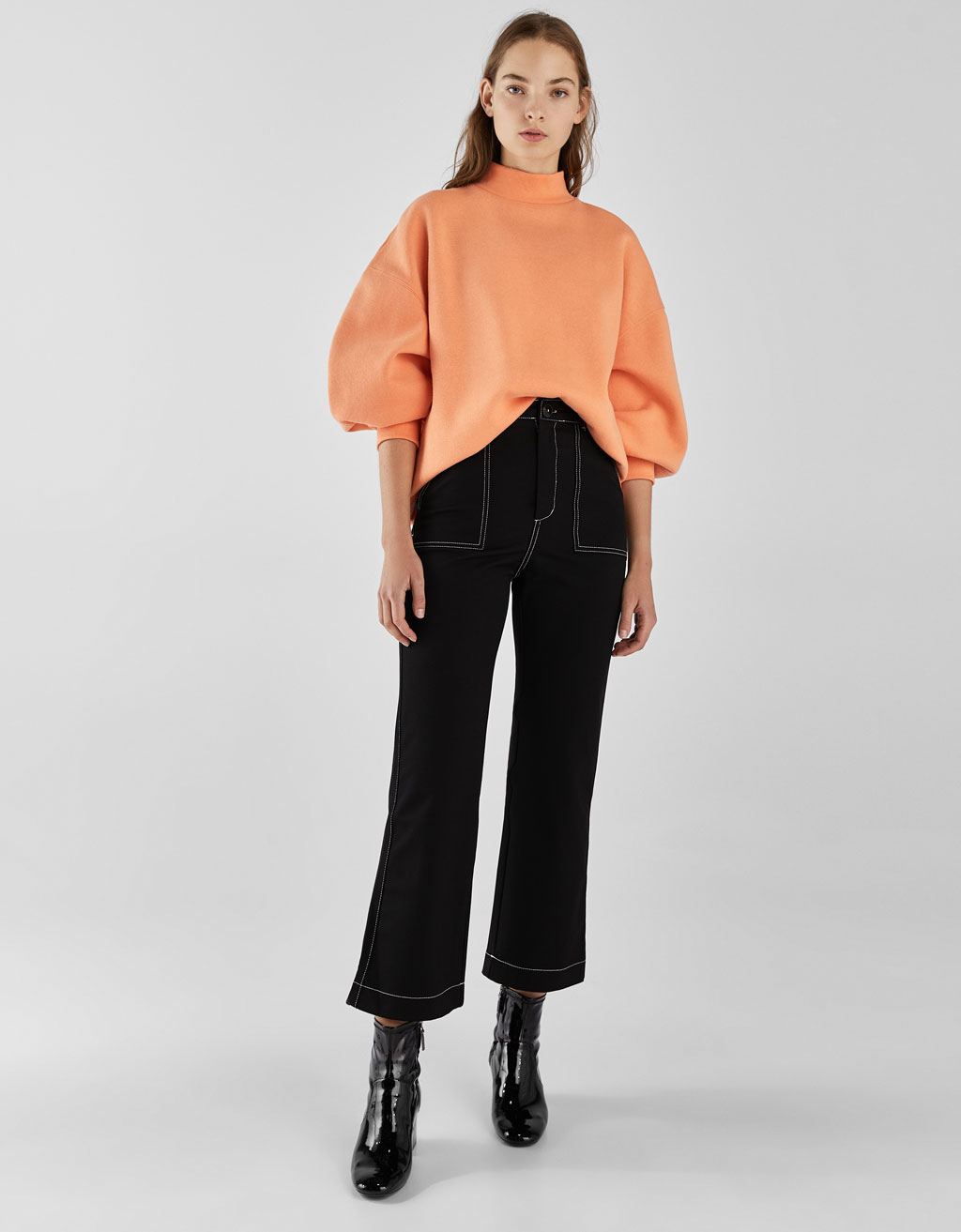 Cropped trousers with contrasting topstitching