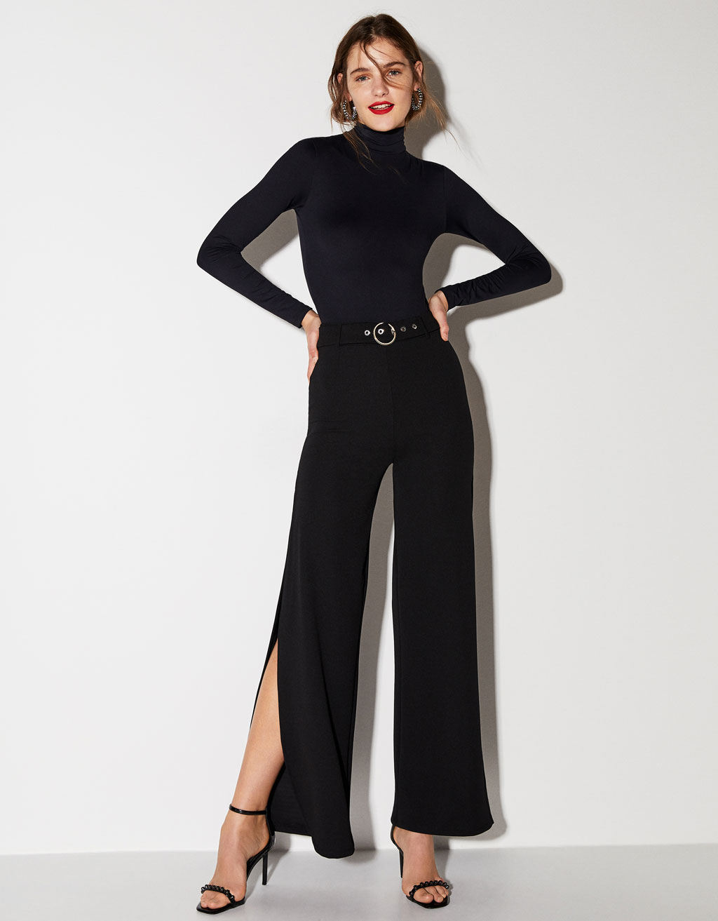 Wide-leg trousers with side slit