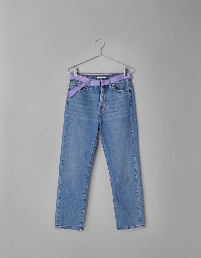 Straight-Jeans mit Gürtel