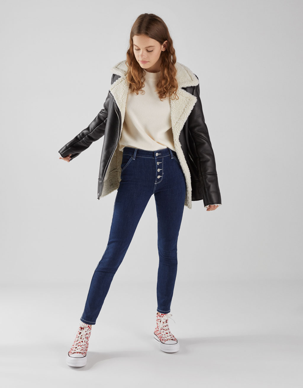 Mid-rise skinny jeans with button fastening