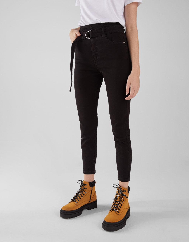 Pantalón con faixa