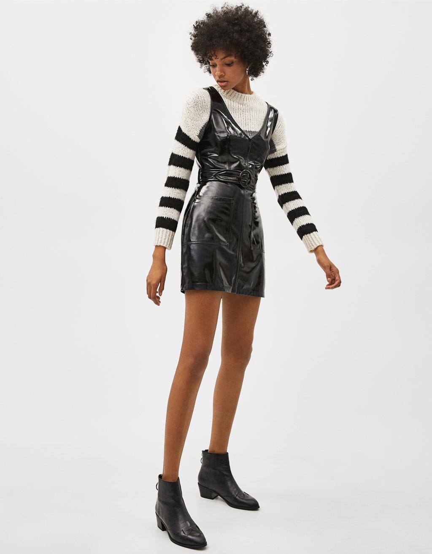 Vinyl-Kleid mit Gürtel