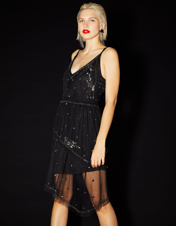 Vestido corto con bordado y lentejuelas