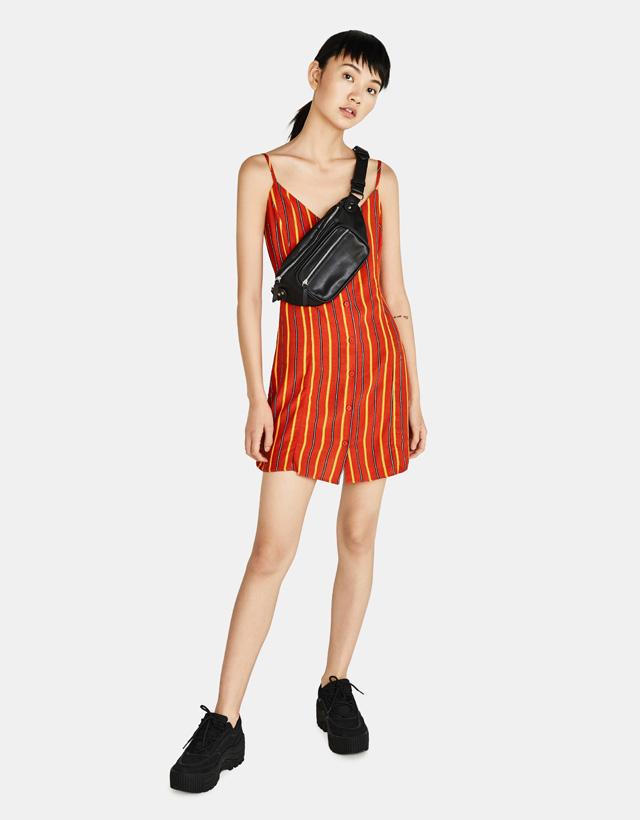 Kurzes Kleid mit Trägern