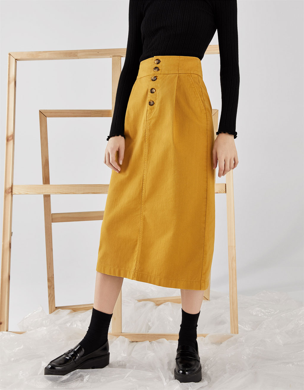 Midi skirt with buttons