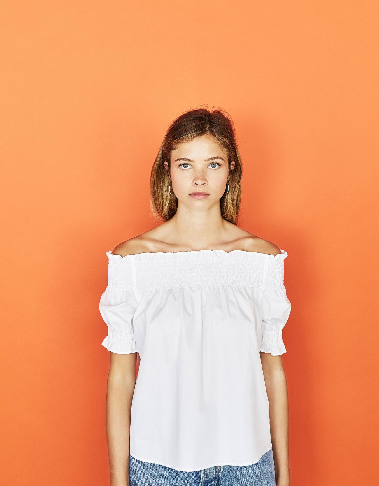 Carmen-Bluse mit gesmoktem Detail