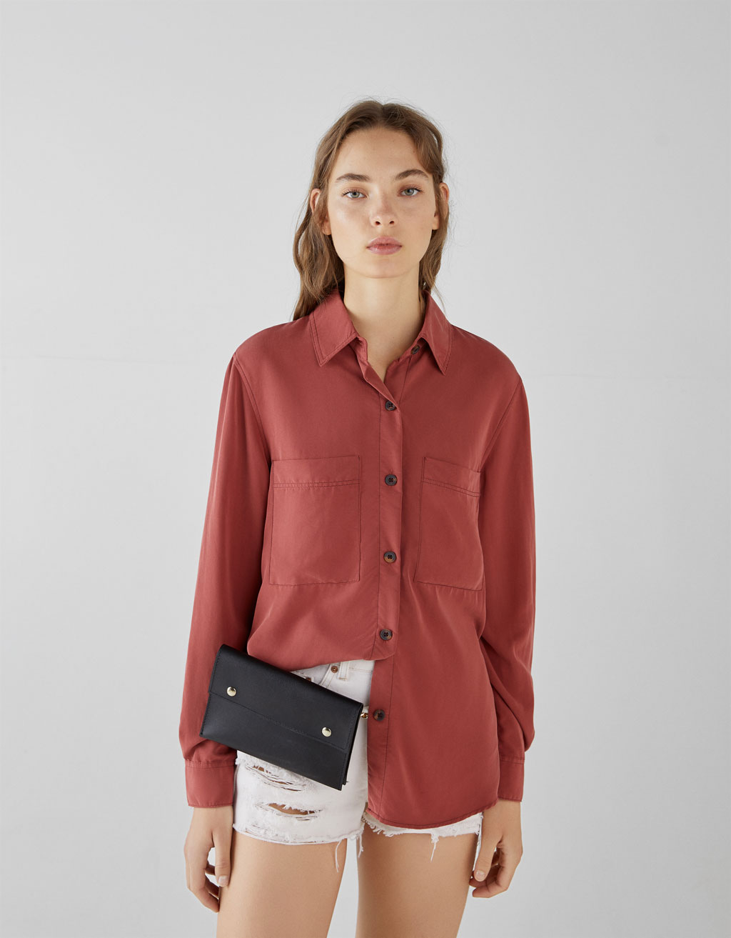 Contrasting shirt with pockets