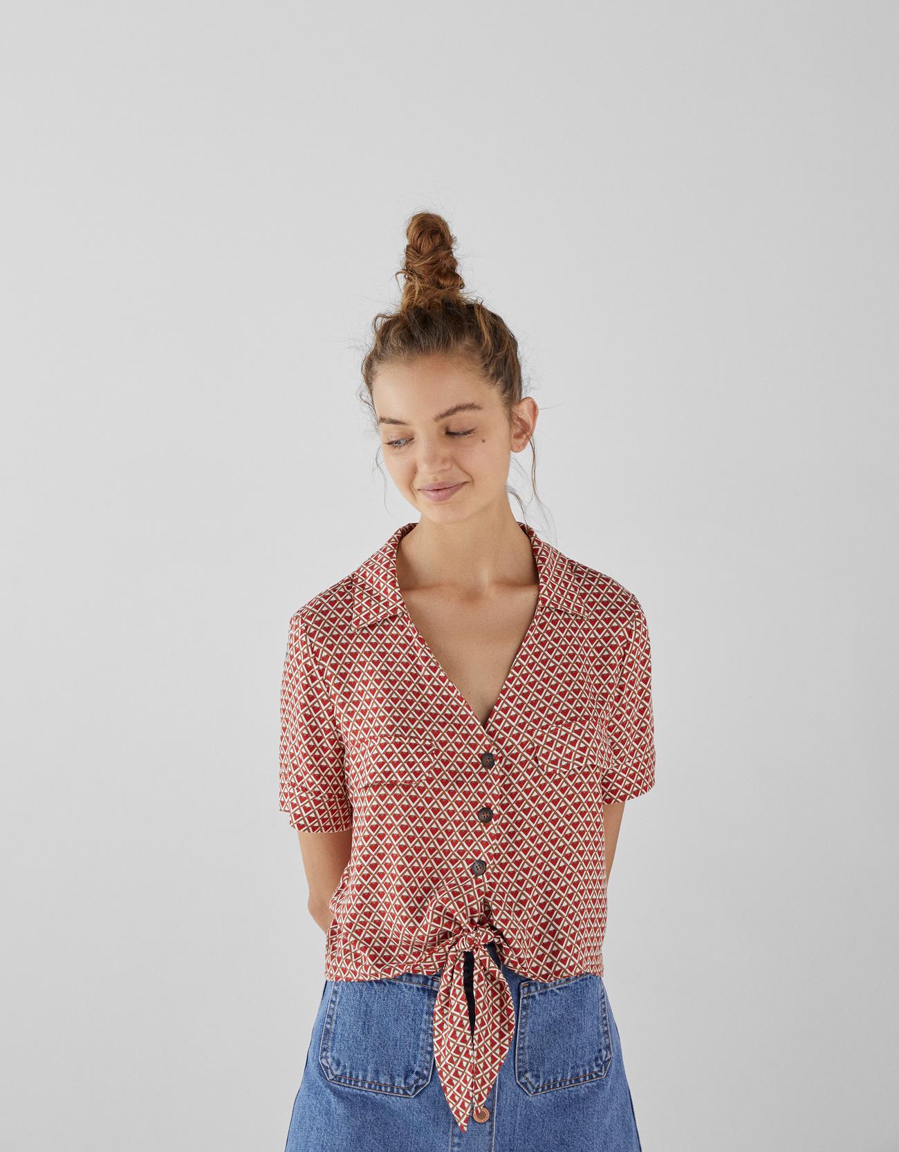 Hemd mit Knöpfen