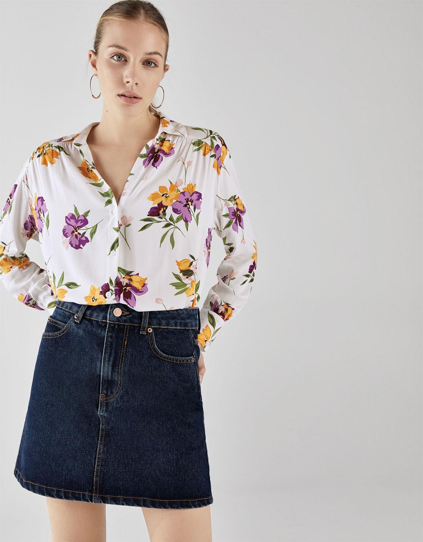 Camisa con estampado de flores