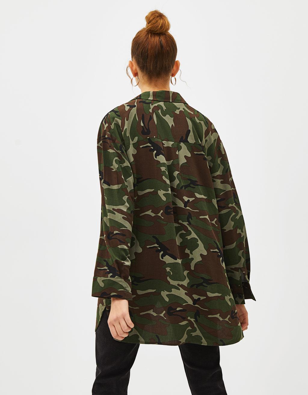 revisa varios estilos venta oficial Camisa con estampado de camuflaje