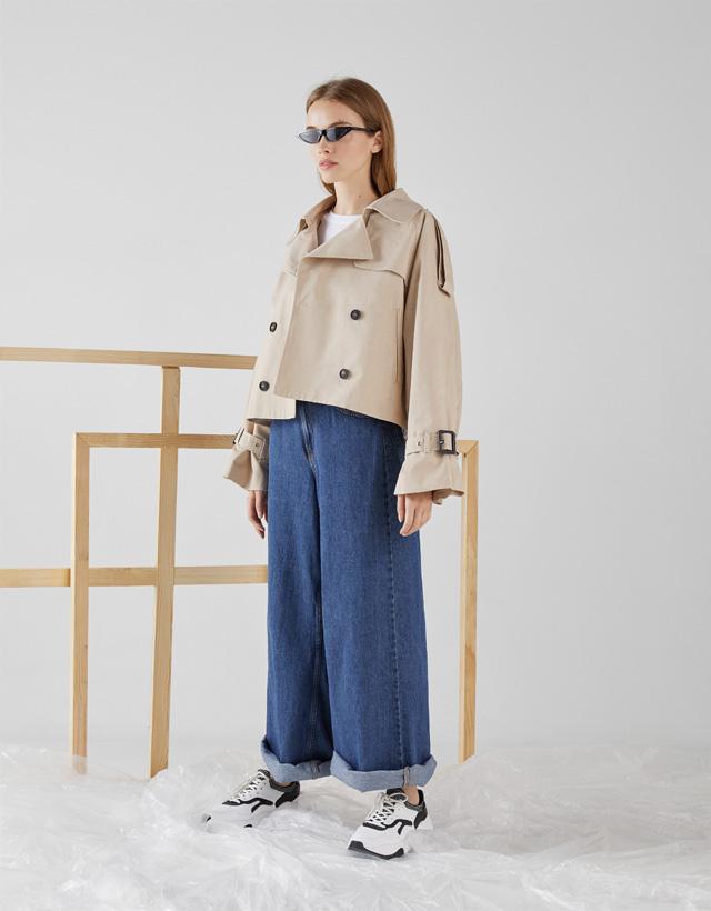 Kurze Jacke im Trenchcoat-Stil