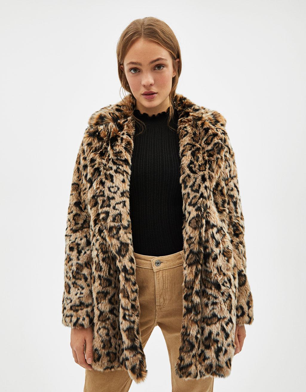 Abrigo largo de pelo con solapa