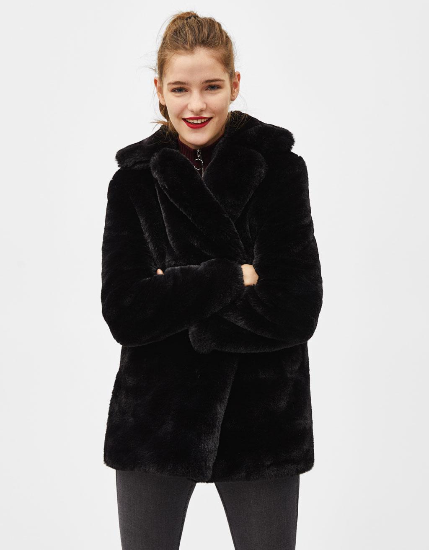 Manteau en fausse fourrure avec col à revers