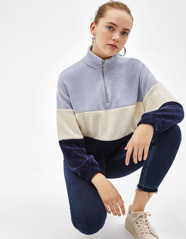 Trójkolorowy szenilowy sweter