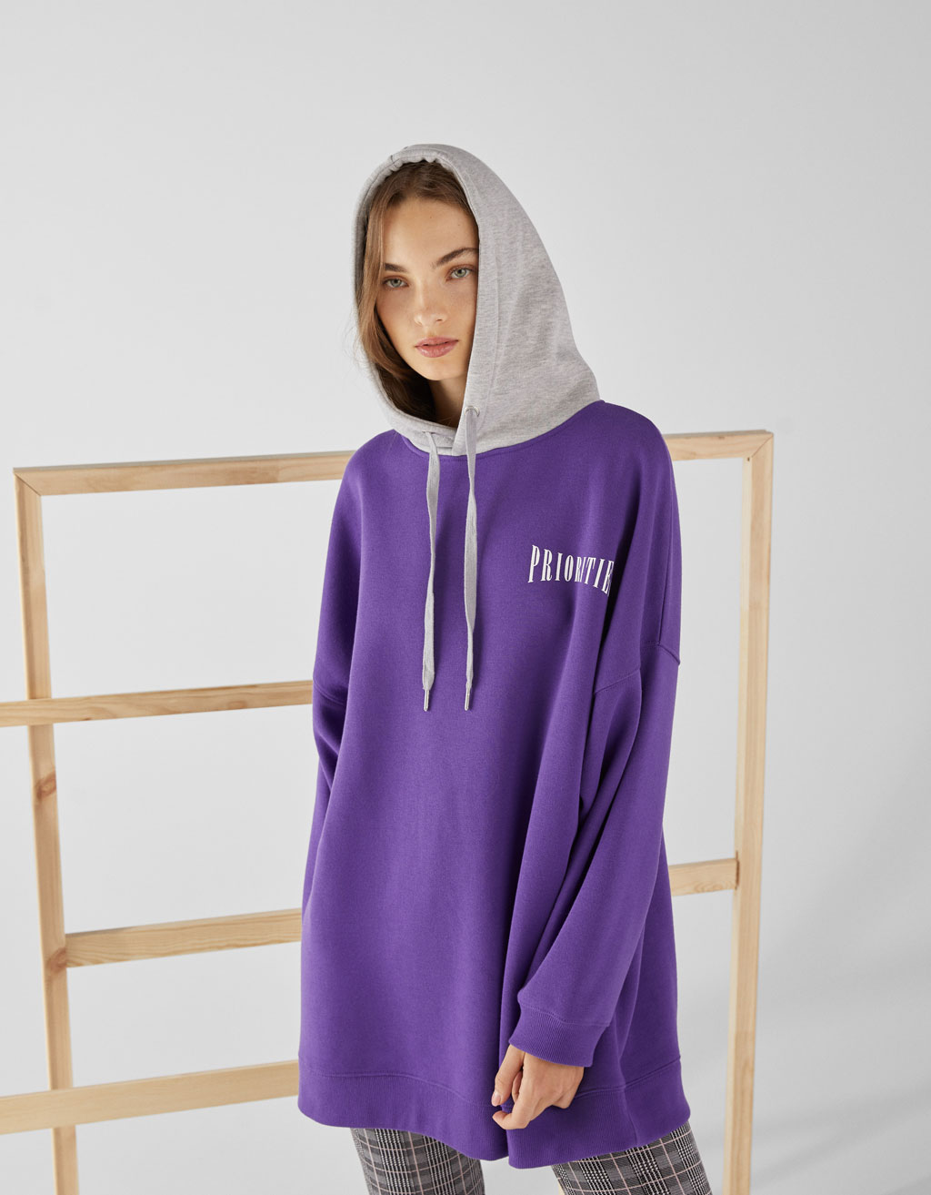 Oversized sweatshirt with contrast hood