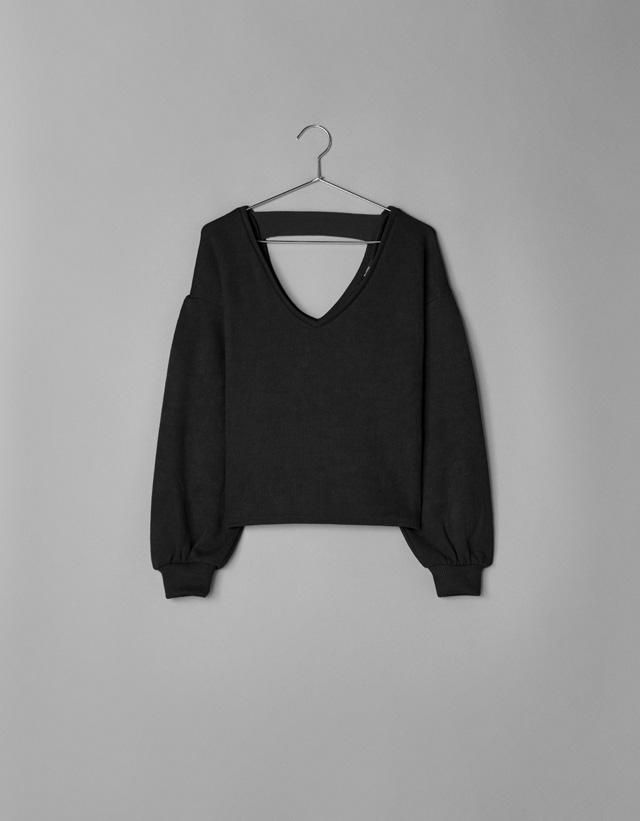 Pullover mit Schlitz am Rücken