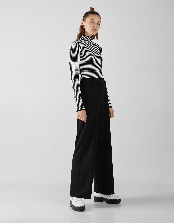 Vrúbkovaný sveter s rolákom