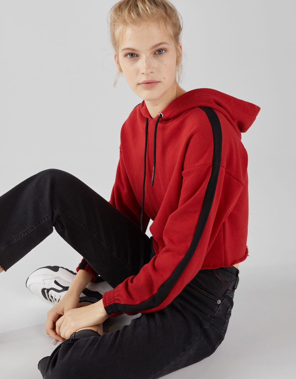 Sweatshirt with side stripes