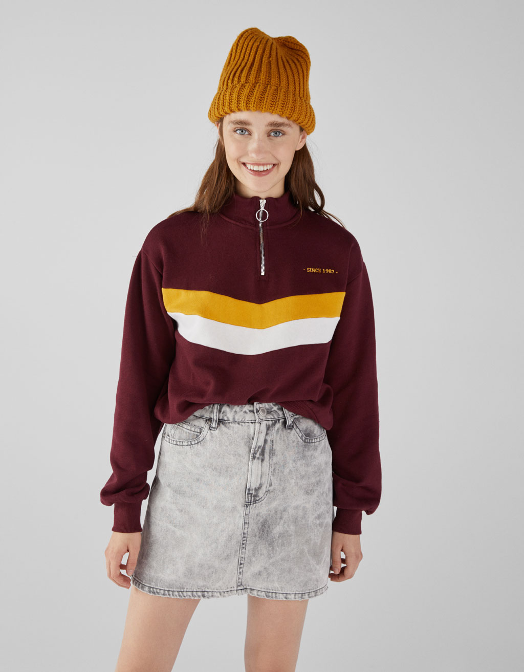 Sweatshirt with front stripes