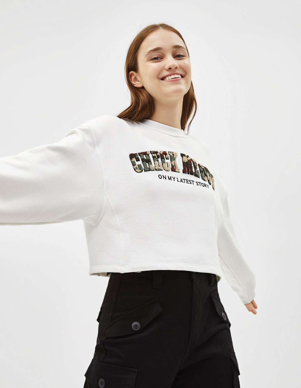 Cropped sweatshirt with patch