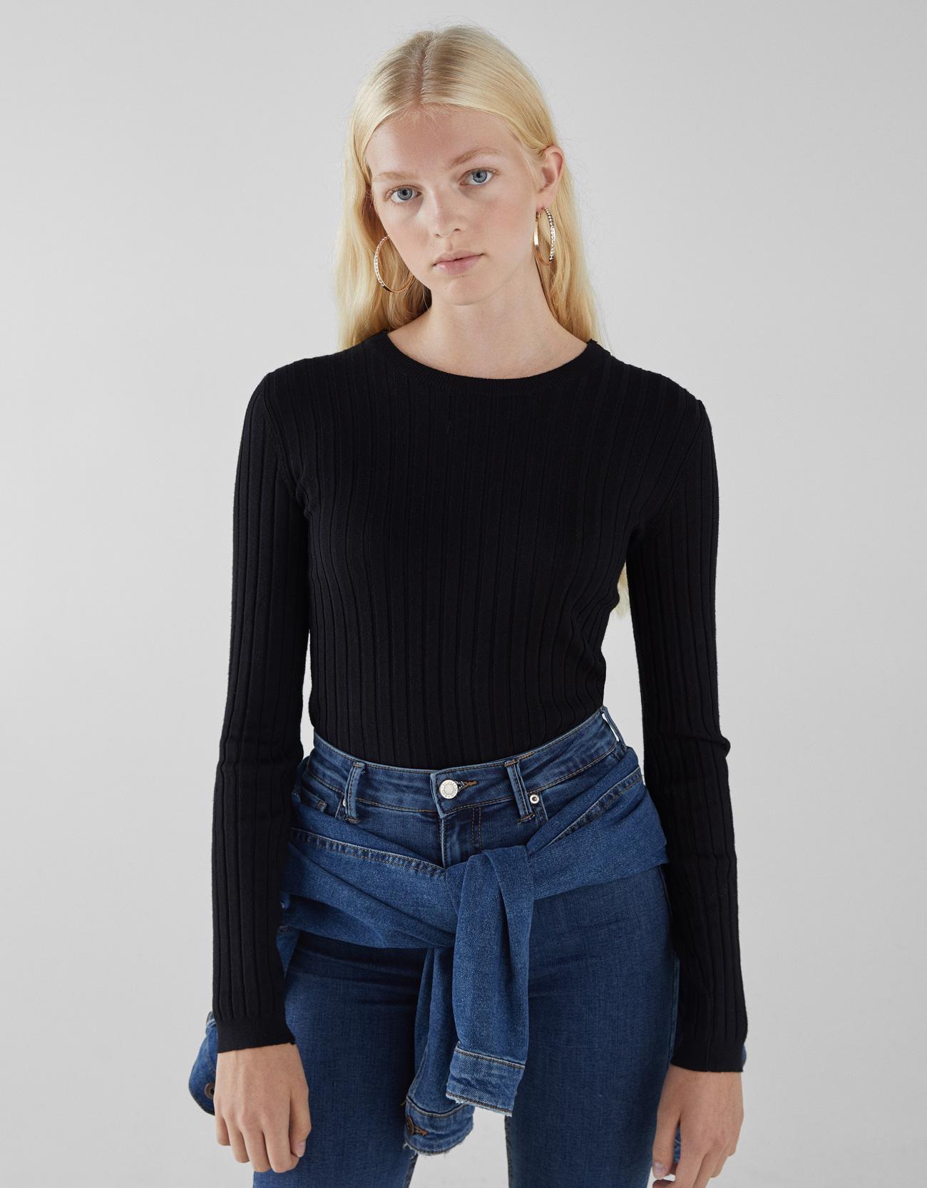 Pullover im Rippenstrick mit Schnürung