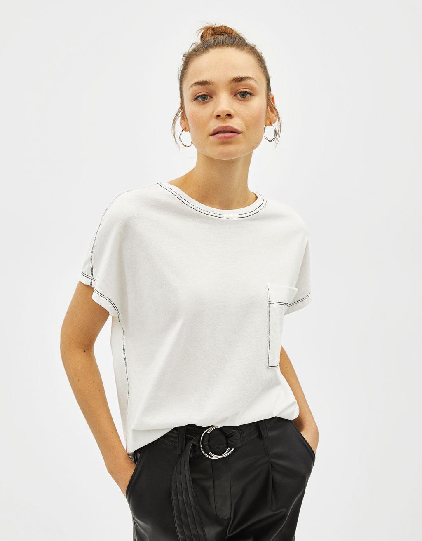 Camiseta contraste con bolsillo