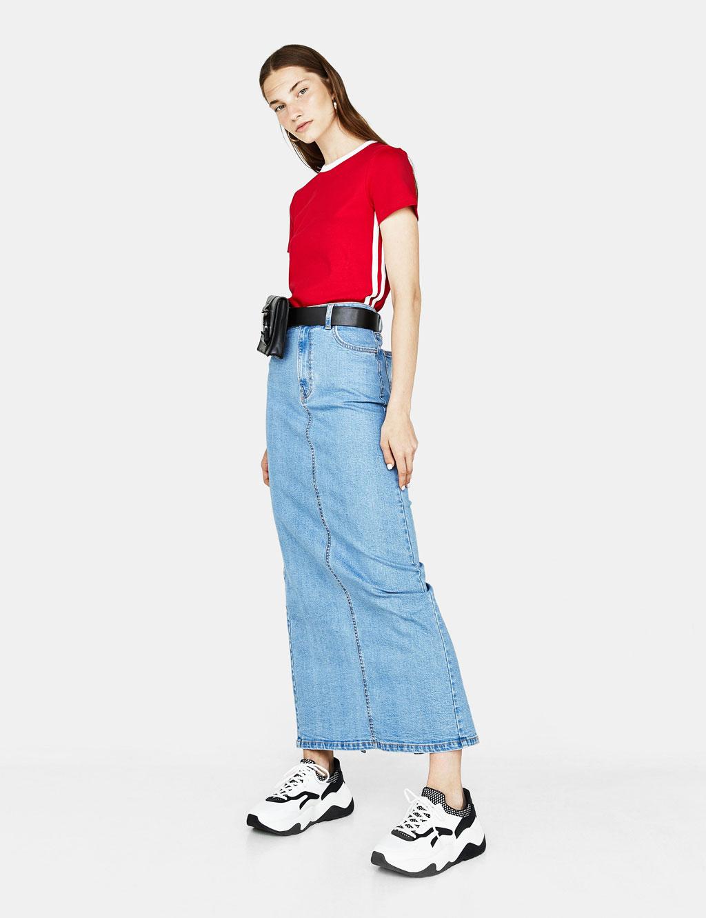 Camiseta con bandas laterales