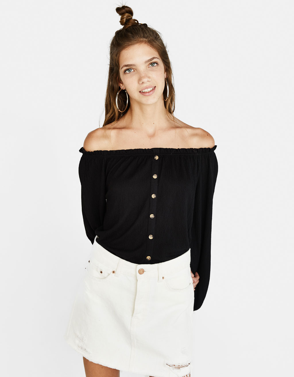 Off-shoulder T-shirt met knopen
