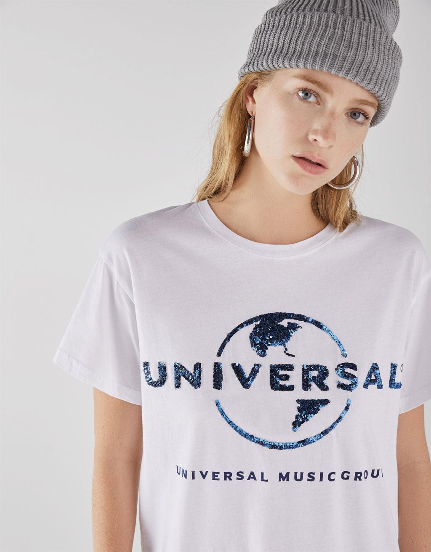 Футболка с надписью Universal