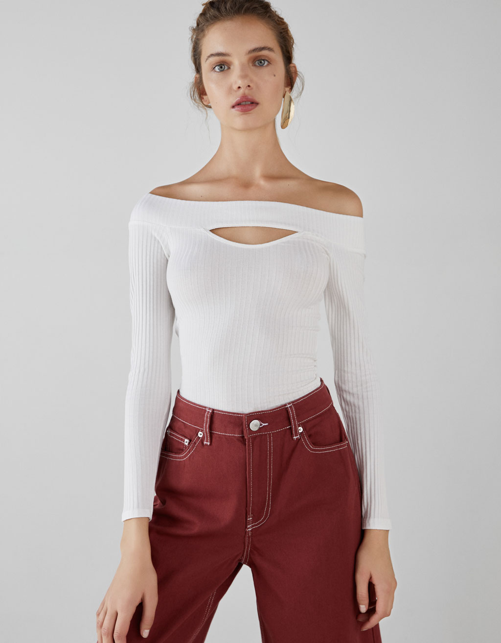 Long sleeve off-the-shoulder T-shirt