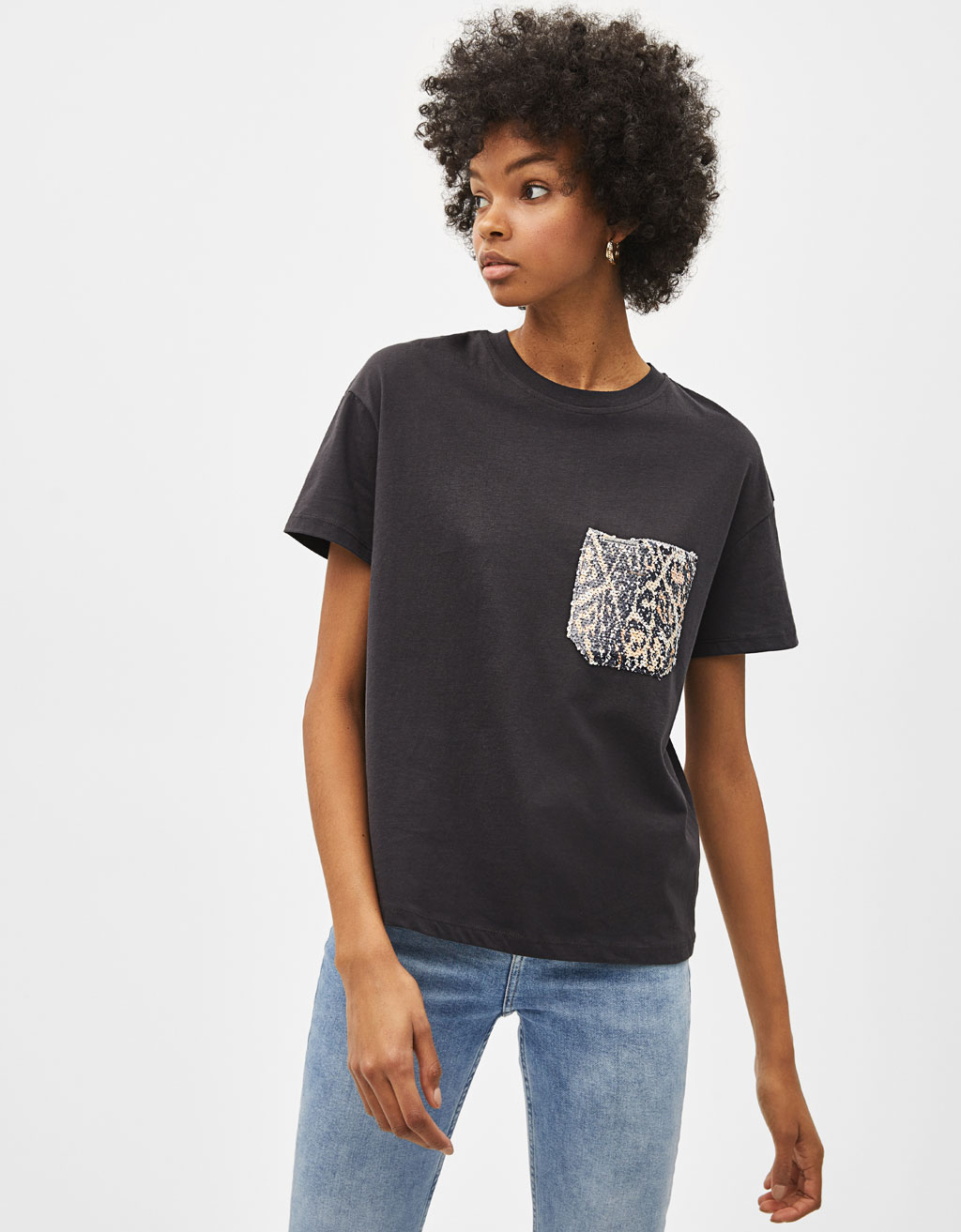 T-shirt with sequinned pocket
