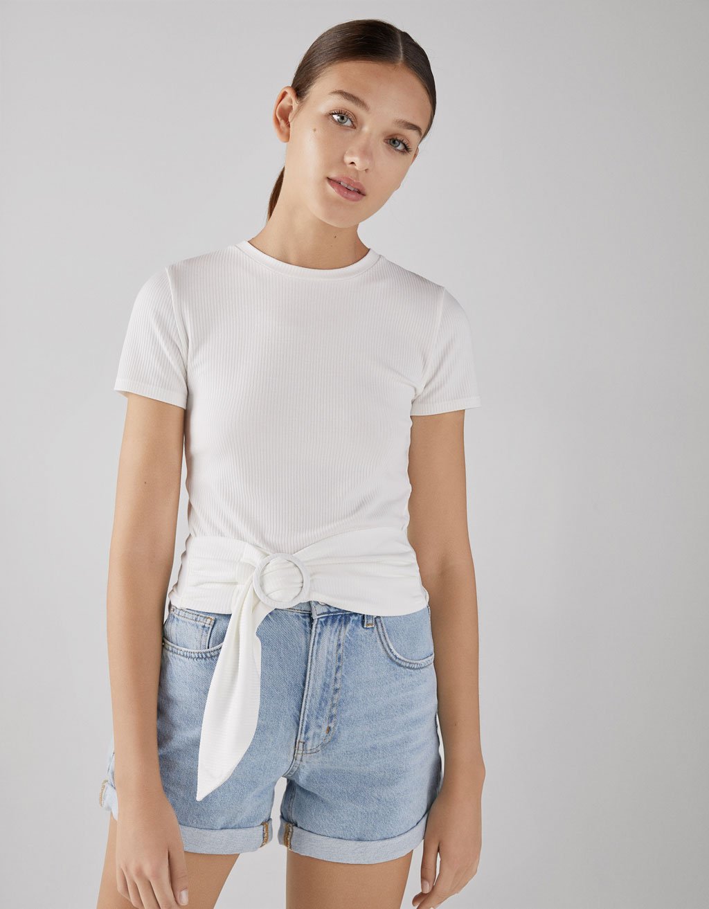 Round neck T-shirt with buckle