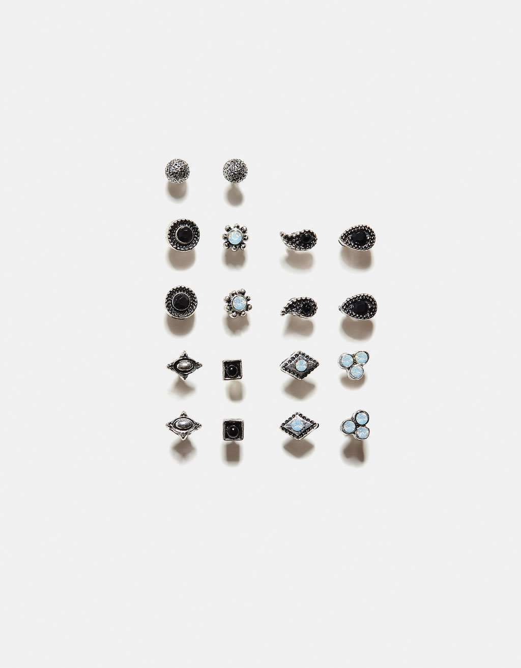 Pack of earrings with stones