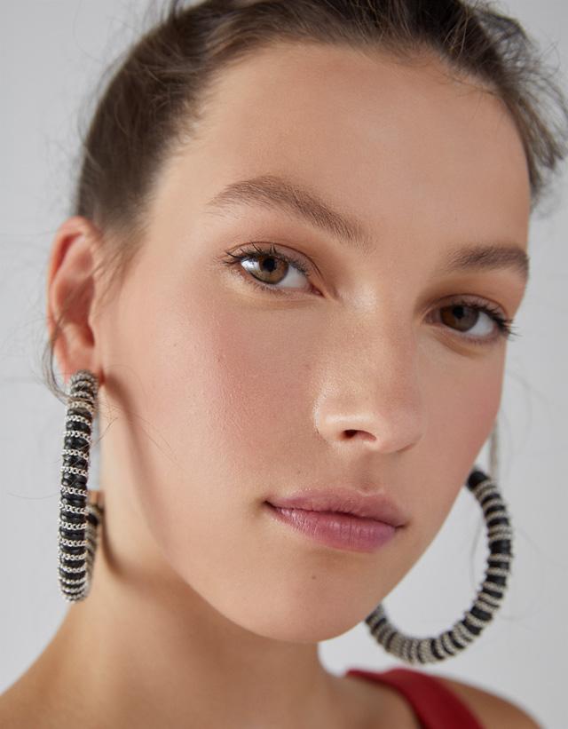 Ohrringe mit Kette und Perlmuttoptik