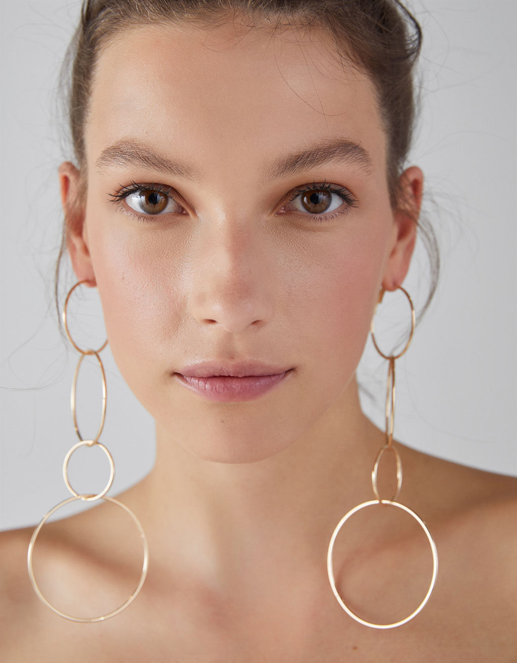 Linked hoop earrings