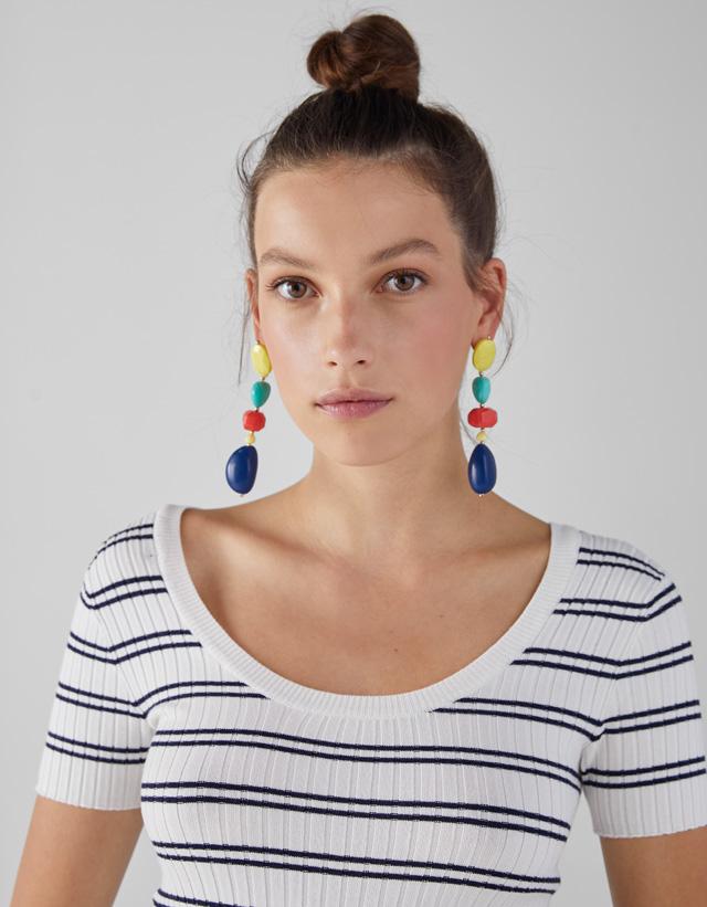 Ohrringe mit geometrischen Steinen