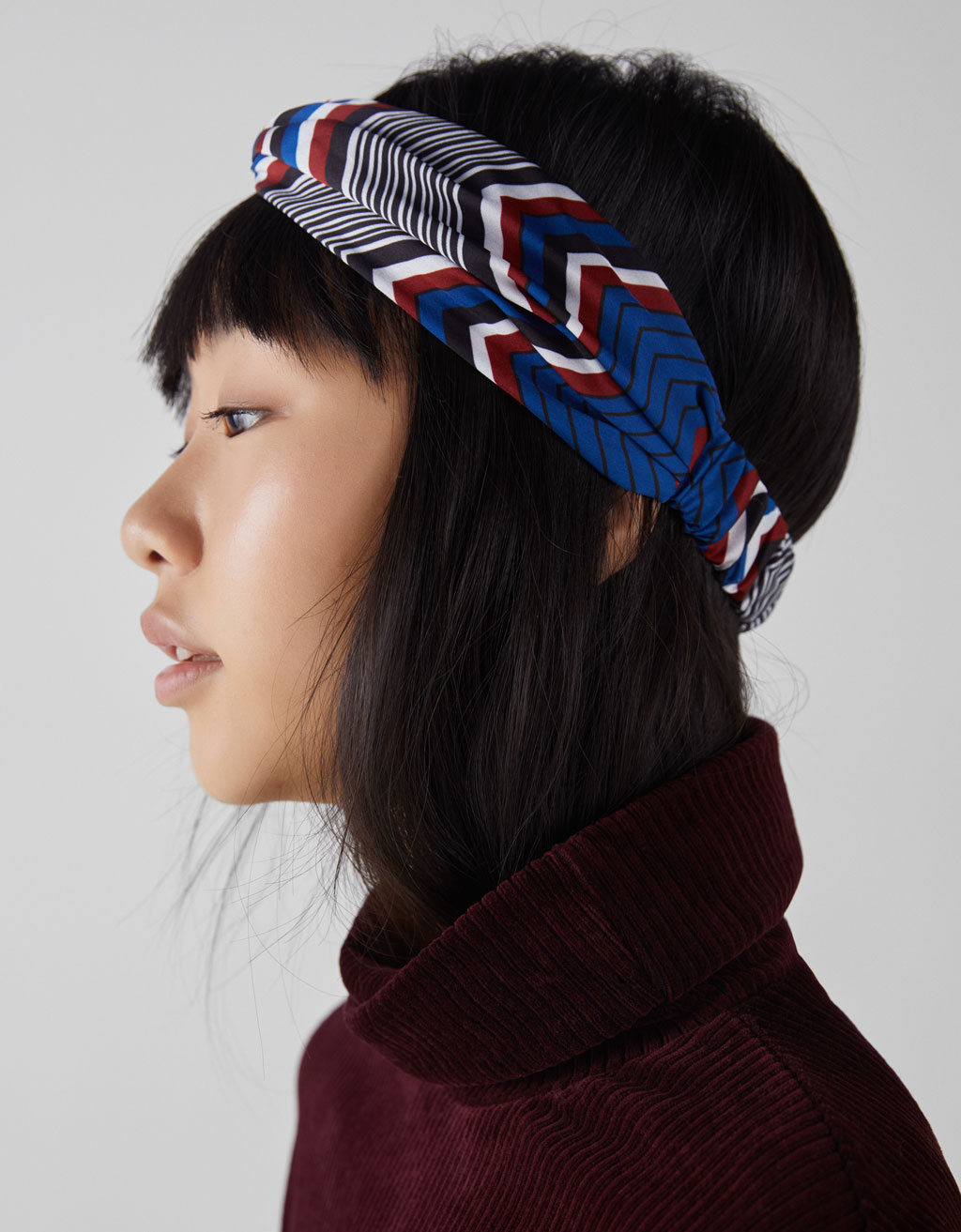 Headband with geometric stripes