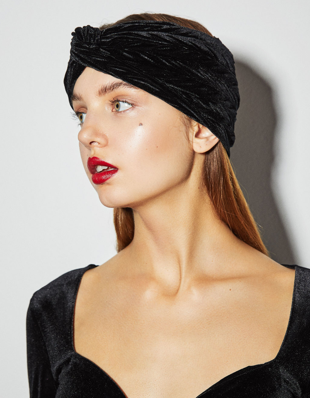 Velvet turban-style headband with plaited effect