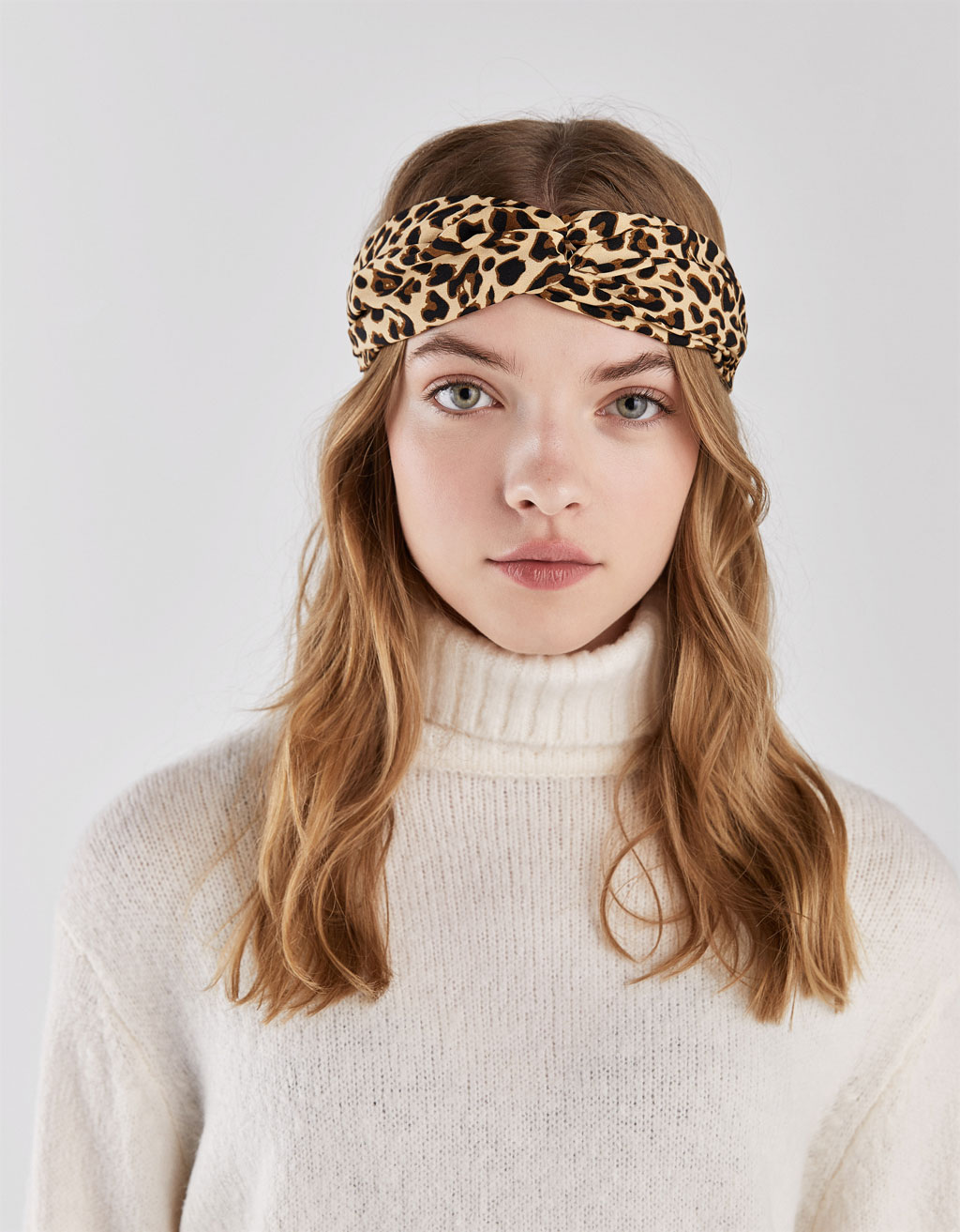 Turbante com estampado de leopardo