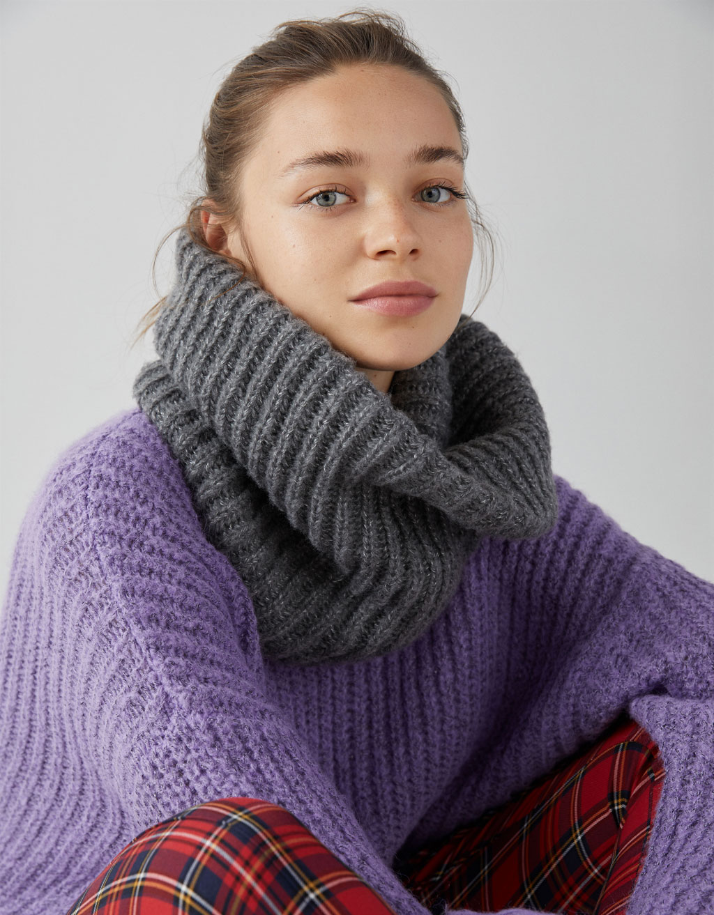 Ribbed knit snood.