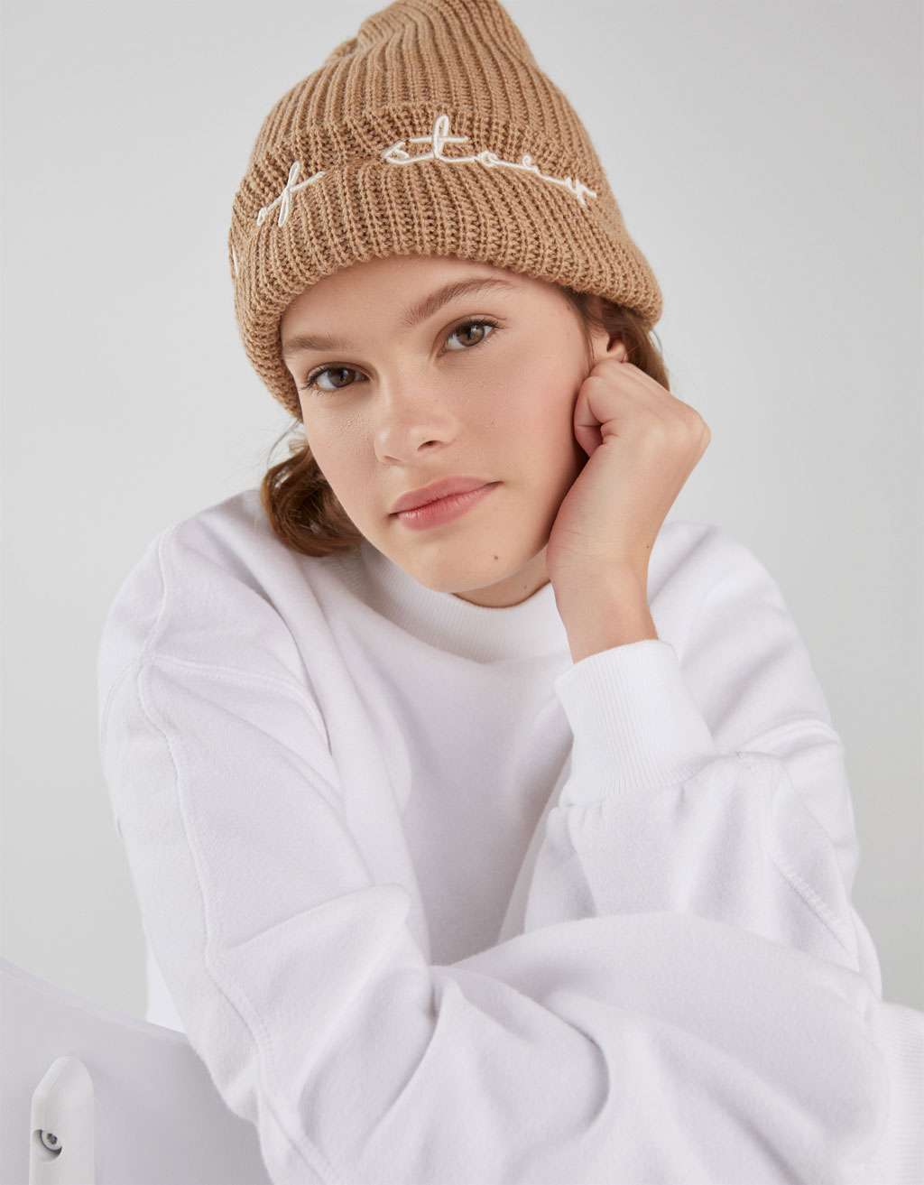 Knit beanie with slogan