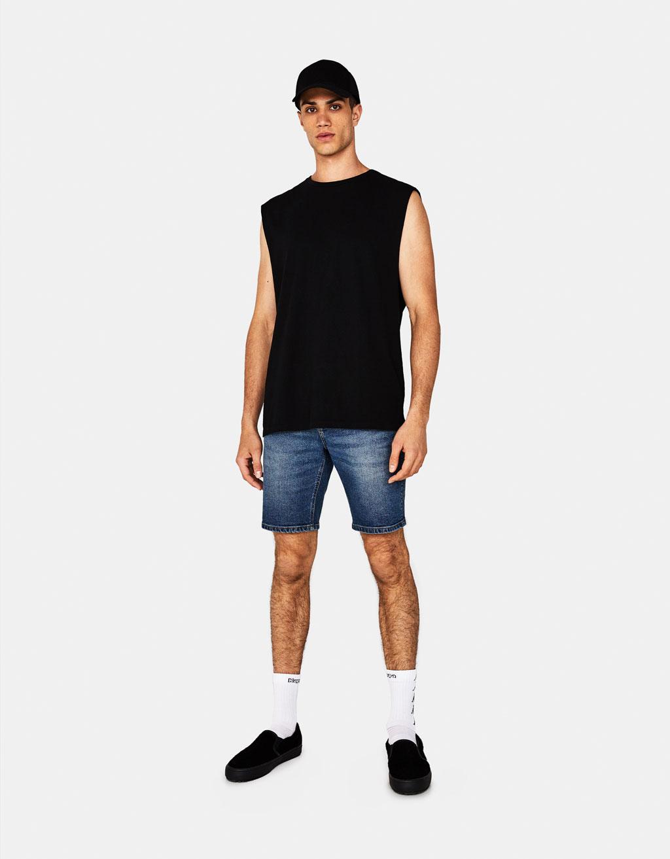 T-shirt sans manches.