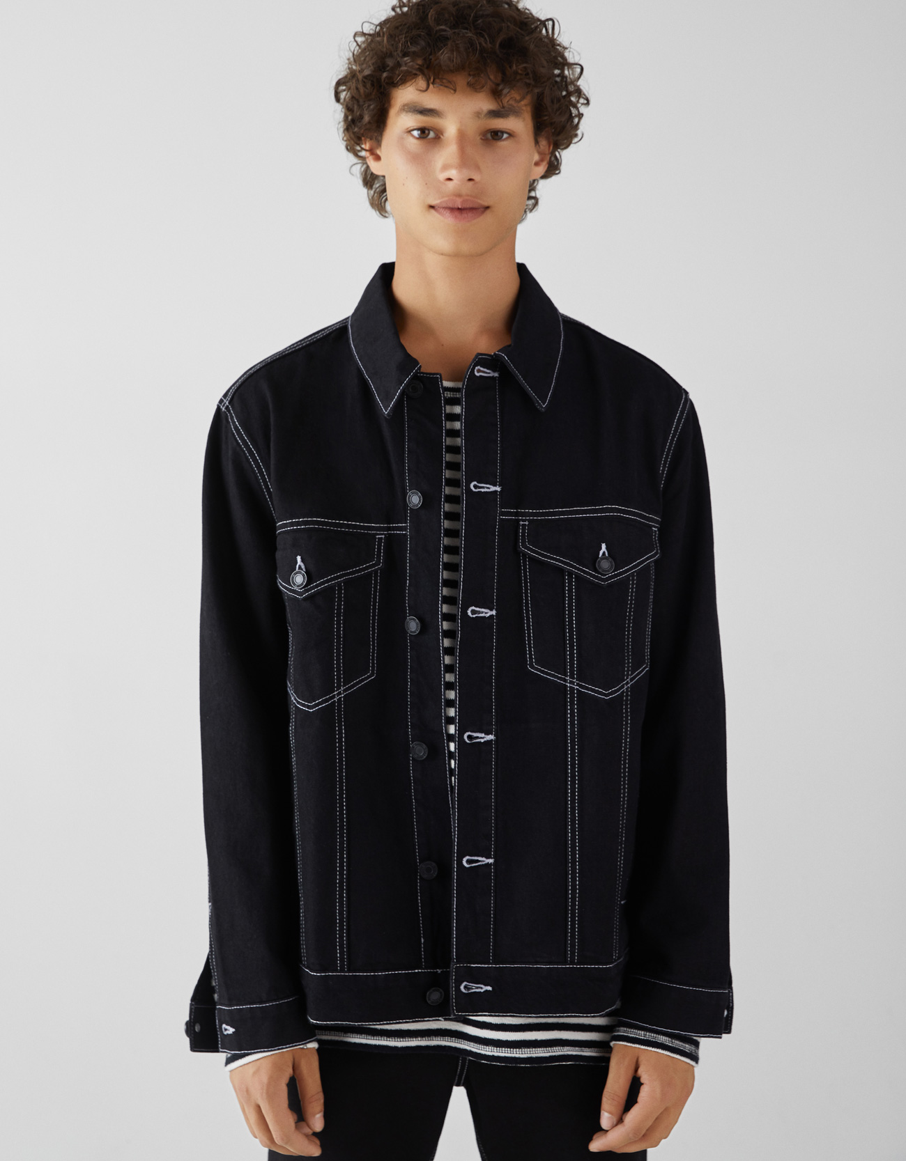 Jeansjacke mit Kontrast