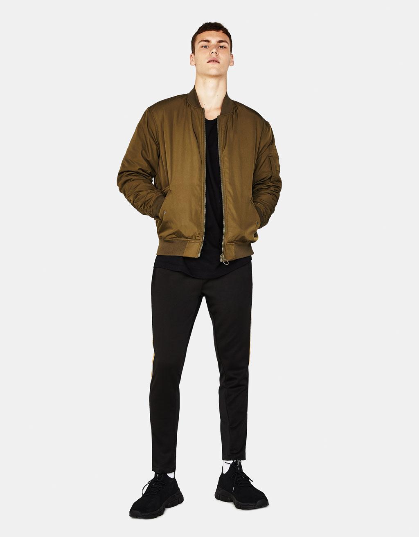 Куртка-бомбер со сборками на рукавах
