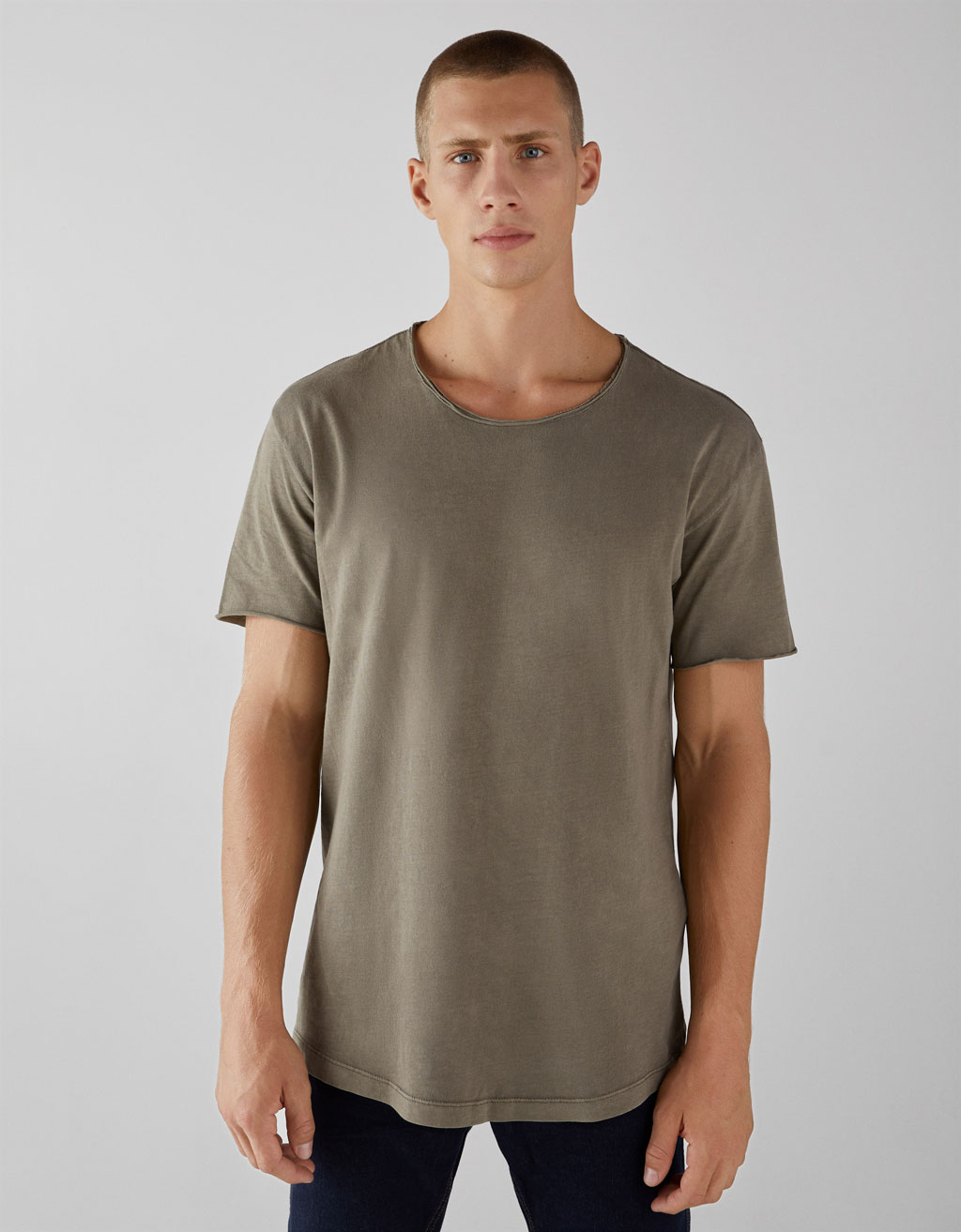 Solid T-shirt with a raw-cut neck